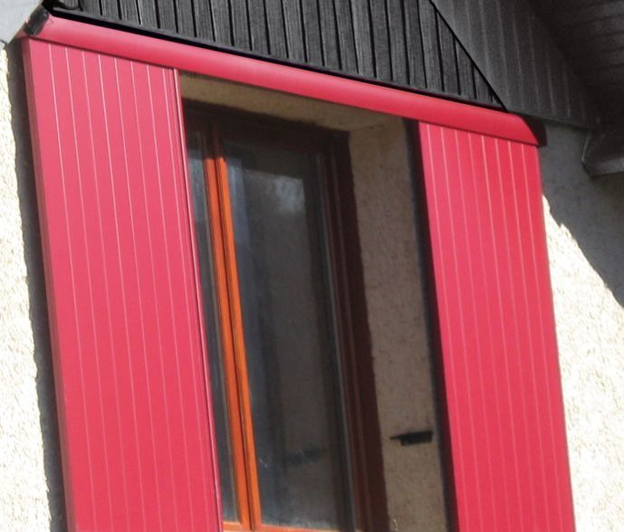Volets coulissants aluminium rouge